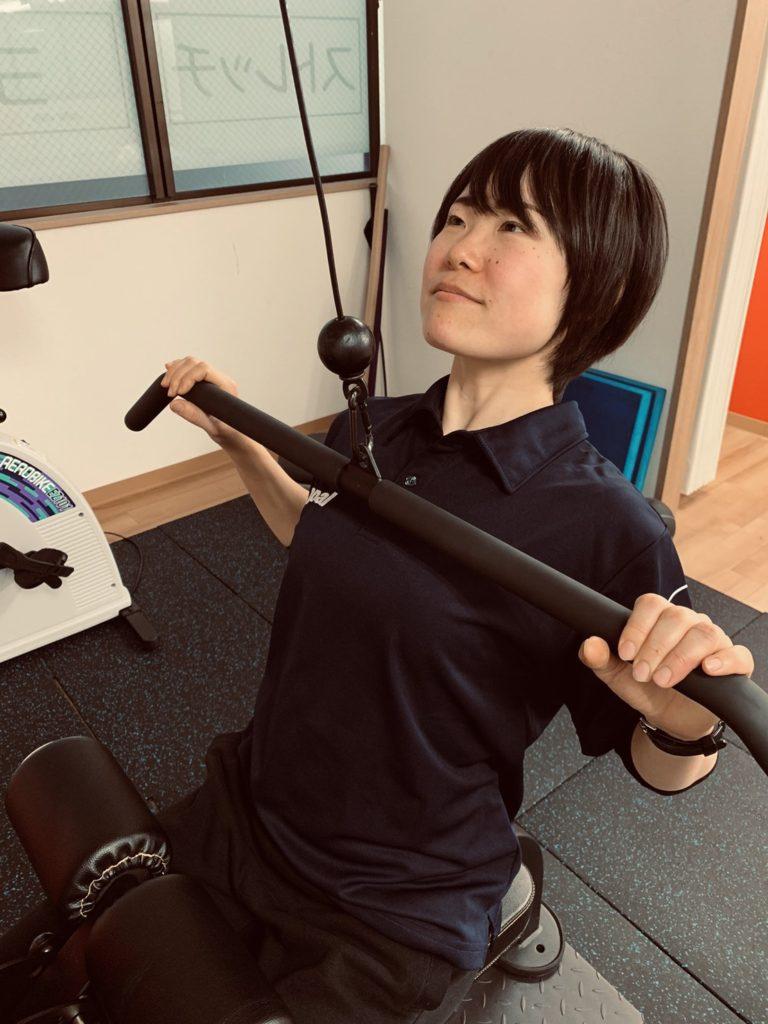 梅田トレーナー写真